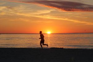 Spring på stranden i Köpingvik.