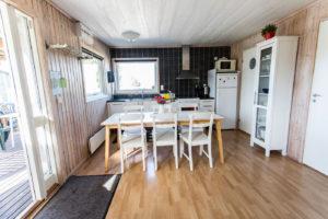 Matbord och kök stugan Flundran.